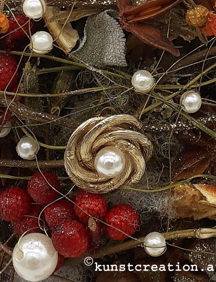 Schmuckvolles kleines Weihnachtsbäumchen